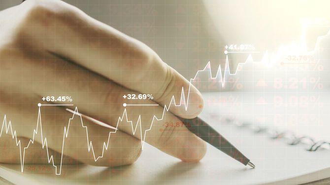 財務チャートと勉強する手元