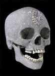 ダミアン・ハースト作『神の愛のために(For The Love Of God)』。プラチナのドクロにダイヤモンドをちりばめてある。お値段は、約120億円(5000ポンド)相当。©AFP/Prudence Cuming Associates Ltd